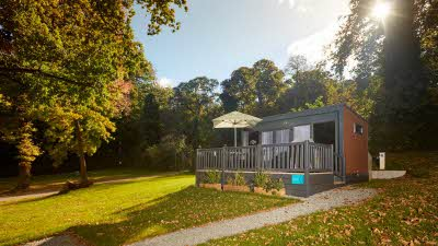 Glamping pod in the sun at Abbey Wood